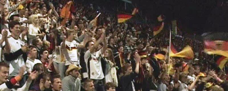 Fans feiern bei Public Viewing, © Die EM steht kurz vor der Tür