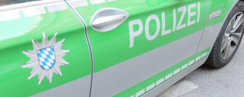 Polizeiauto mit Logo und Schriftzug