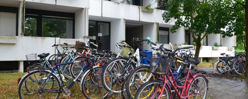 Fahrräder in einem Fahrradständer, © Symbolfoto.