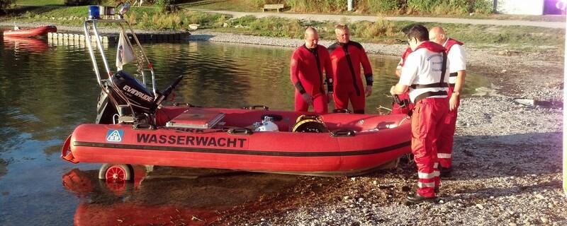 Wasserwacht Rettungsdienst mit ihrem Boot, © Immer mehr Bayern entscheiden sich für eine Ausbildung zum Rettungsschwimmer