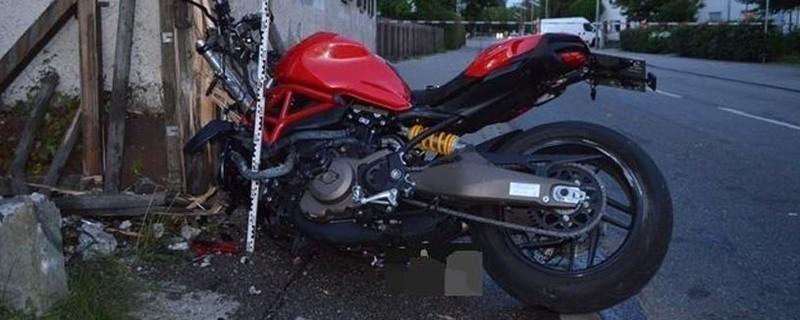 Motorradfahrerin bei Unfall tödlich verunglückt, © Foto: Polizei