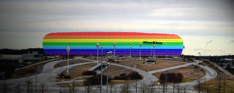 Allianz-Arena ist in Regenbogen-Farben erleuchtet, © Beispielfoto der Allianz-Arena in Regenbogen-Farben