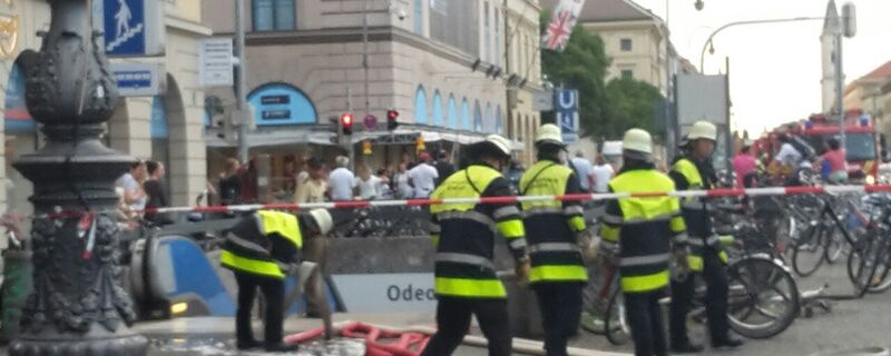 Feuerwehrmänner am U-Bahnhof Odeonsplatz