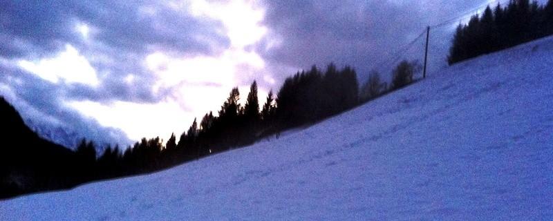 Ski-Abhang, Schnee auf Abfahrt, © Symbolfoto