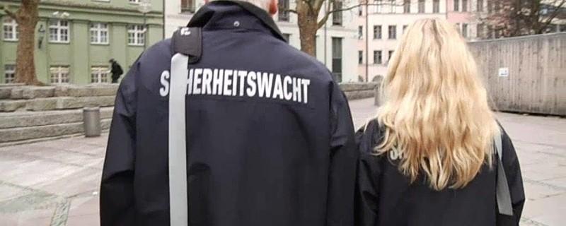 Anhänger der ehrenamtlichen Sicherheitswacht in München, © In vielen Teilen Münchens patroulliert eine ehrenamtliche Sicherheitswacht.