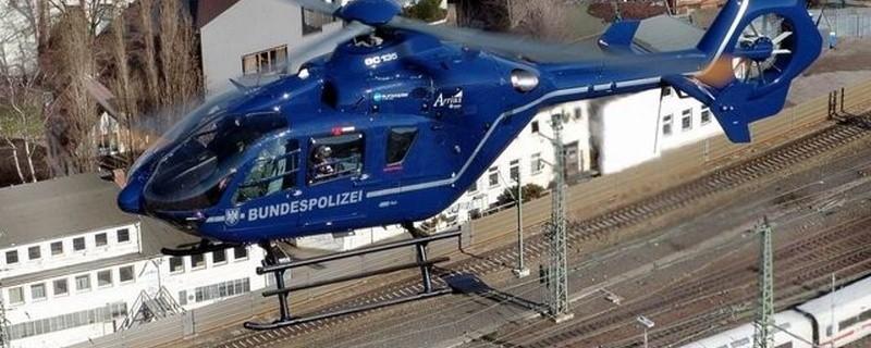 Ein Hubschrauber der Bundespolizei über Bahnhofsgleisen, © Hubschrauber der Bundespolizei, Foto: Bundespolizei