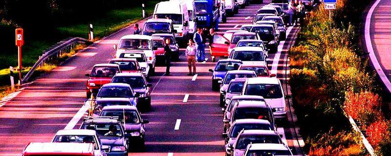 Etliche Autos im Stau auf der Autobahn, © Symbolfoto
