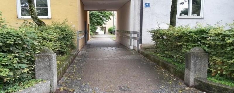 In diesem Hinterhof wurde ein 36-Jähriger von Jugendlichen attackiert., © In diesem Hinterhof wurde der Mann von einem Anwohner gefunden.