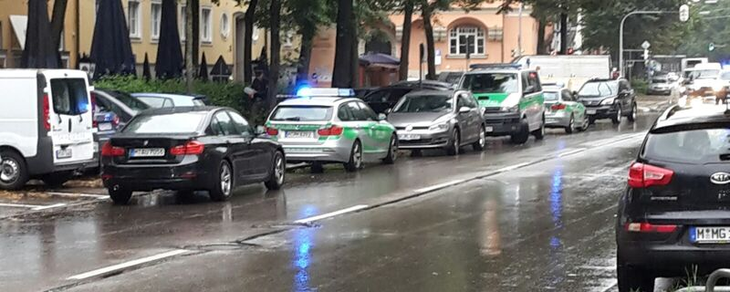 Messerangriff in der Elisabethstrasse in München-Schwabing - Polizei im Einsatz