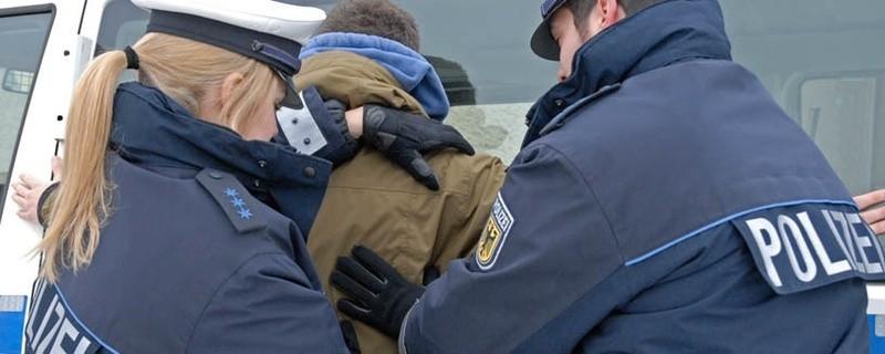 Symbolbild einer Festnahme durch die Bundespolizei, © Symbolbild (Foto: Bundespolizei)