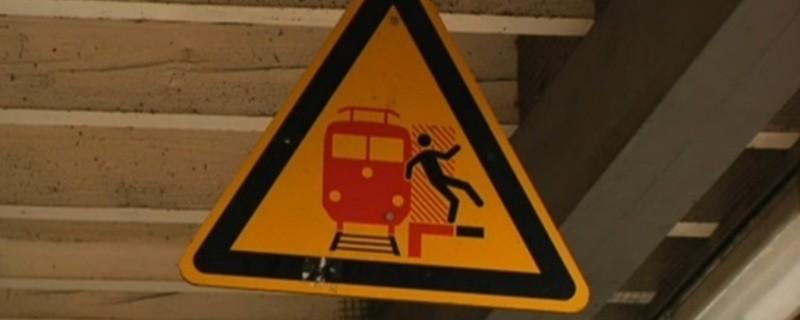 s-bahn gleise hinweisschild - gleis nicht betreten