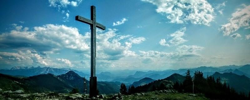 Gipfel-Kreuz auf dem Hochries, © Symbolfoto eines Gipfelkreuzes