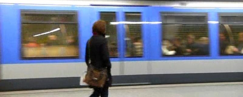 U-Bahn in einem Münchner U-Bahnhof