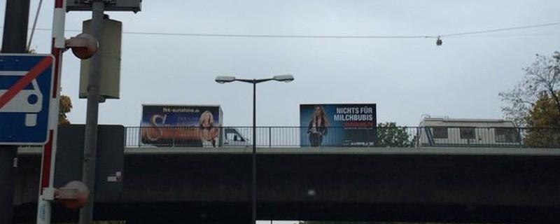 Nacktwerbung für FKK-Club in Augsburg auf Münchner Straße