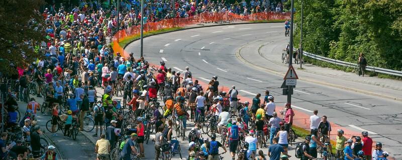 Fahrradfahrer auf dem Mittleren Ring in München, © Rechte: Radlhauptstadt München - Foto: Andreas Schebesta