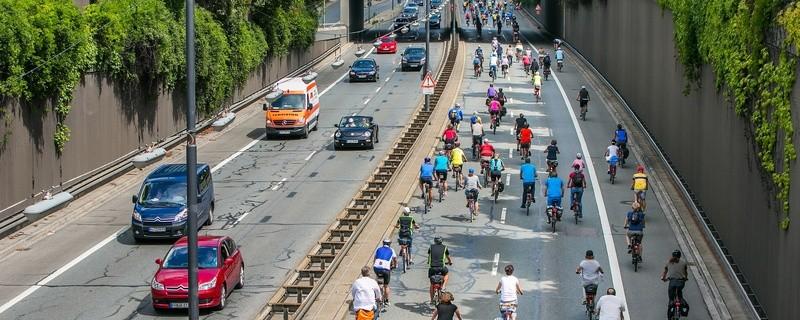 Fahrradfahrer auf dem Mittleren Ring in München, © Radlhauptstadt München, Foto: Andreas Schebesta