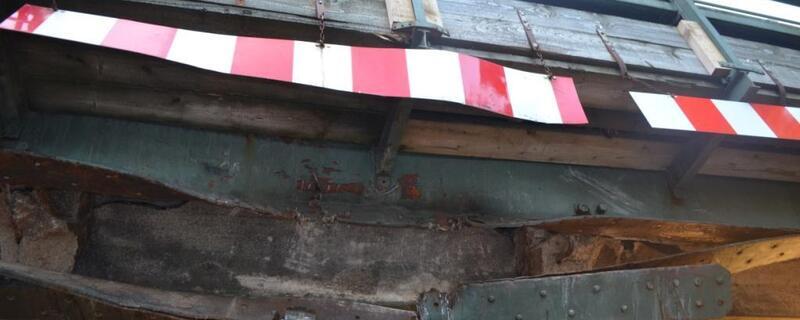 Beschädigte Bahnunterführung nach LKW-Unfall, © Symbolbild