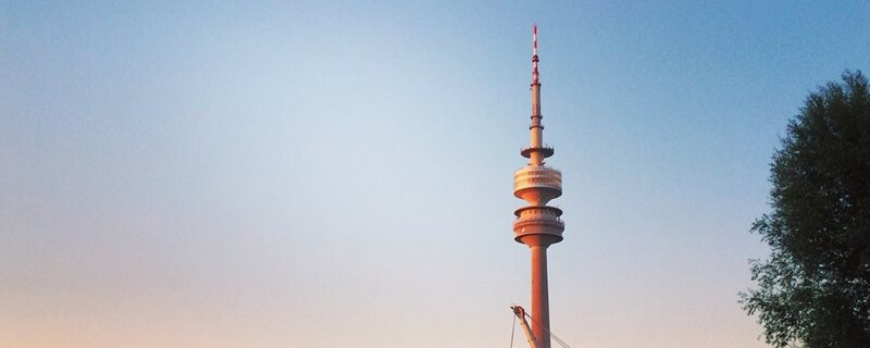 Olympiapark München mit Olympiaturm