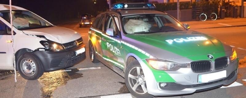 Polizeiauto kollidiert mit PKW., © Foto: Polizei