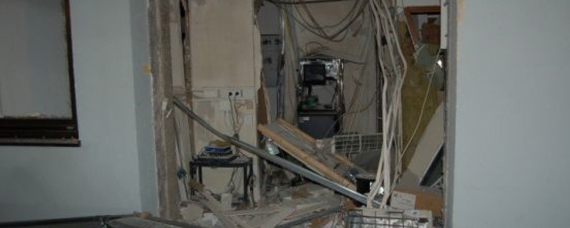 Die Verwüstung nach dem in die Luft gesprengten Geldautomaten in Oberhaching., © Foto: Polizei