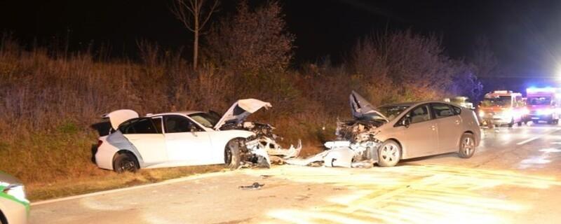 Die beiden Fahrzeuge sind frontal zusammengestoßen., © Foto: Polizei