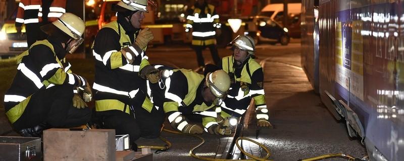 Die entgleiste Tram., © Foto: Berufsfeuerwehr München