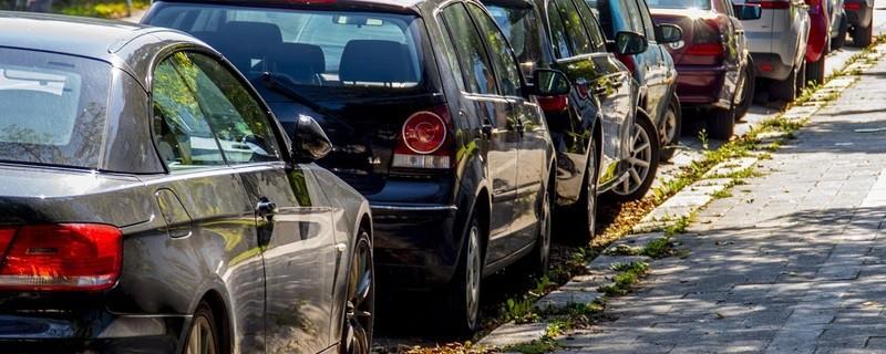 parkende Autos in Münchner Straße, © Symbolfoto