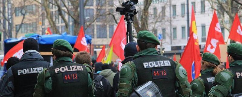 Demo mit Polizeiaufgebot, © Demo mit Polizeiaufgebot bei Münchner Sicherheitskonferenz - Archivbild