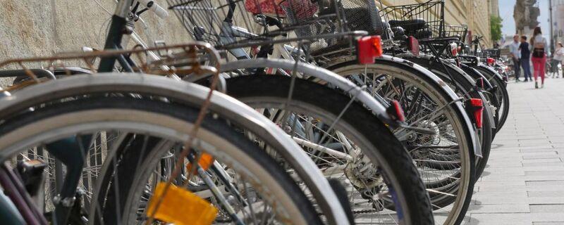 abgestellte Fahrräder in der Leopoldstraße, © Symbolbild