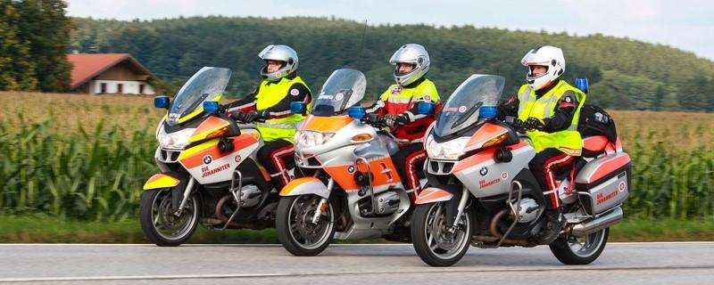 Die Johanniter-Unfall-Hilfe gibt Tipps für eine sichere Motorrad-Saison. , © Die Johanniter-Motorradstaffel im Einsatz. Foto: Johanniter-Unfall-Hilfe e.V.
