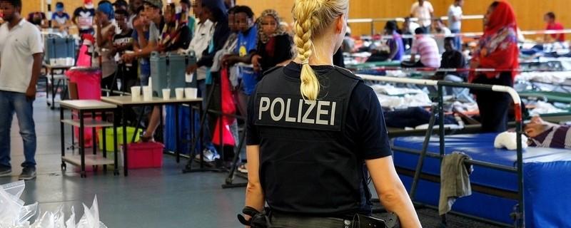 Flüchtlinge in einer Turnhalle, © Foto: Bundespolizei Symbolfoto
