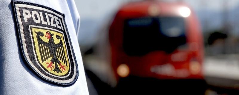 Die Bundespolizei stellt Randalierer in der S-Bahn, © Symbolfoto