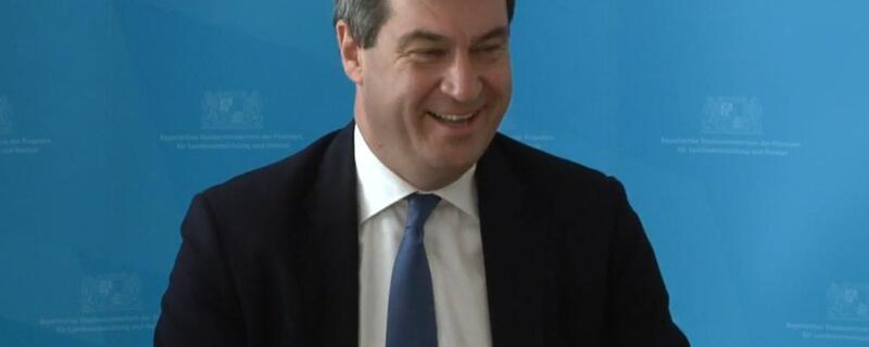 Markus Söder auf einer Pressekonferenz, © Markus Söder stellt den Heimatbericht vor