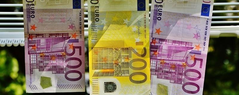 Mehrere Hundert Euro - Geldscheine, © Symbolfoto