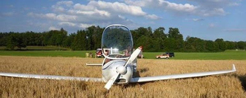 Der Motorsegler konnte auf dem Getreidefeld notlanden., © Foto: Polizei
