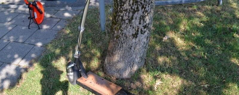 Mit einem selbstumgebauten E-Sooter ist am Mittwochnachmittag ein Mann der Polizei davongefahren., © Mit diesem E-Scooter fuhr ein Mann der Polizei davon. Foto: Polizeipräsidium München