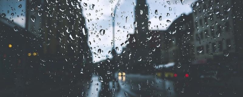 Das Regenwetter in der Stadt