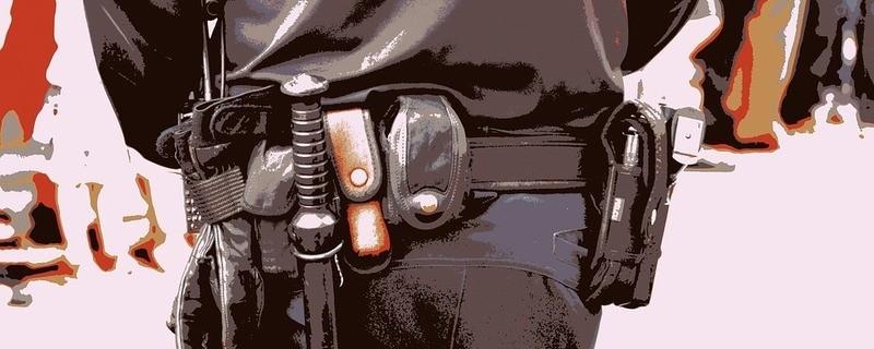 Polizeiuniform-Verkleidung-unecht, © Symbolfoto