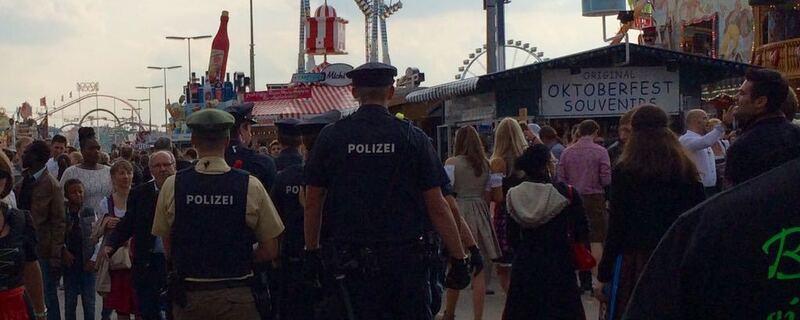 Einsatzkräfte der Polizei auf dem Oktoberfest