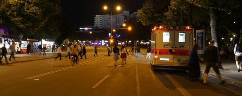 Krankenwagen am Rande der Wiesn