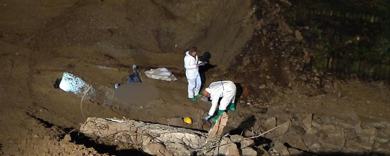 Bauarbeiter auf Baustelle von Mauer begraben - Spurensicherung vor Ort