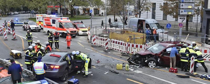 Schwerer Unfall am Oskar von Miller Ring, © Foto der Berufsfeuerwehr München