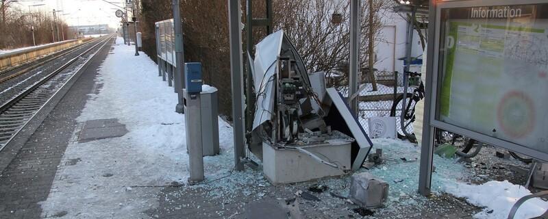 der gesprengte Fahrkartenautomat in Grub