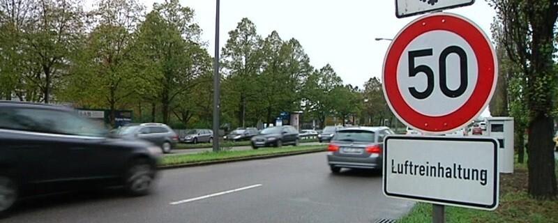 Schild: Luftreinhaltung in München