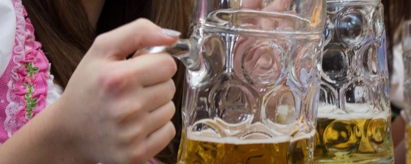 bier in Maßkrügen