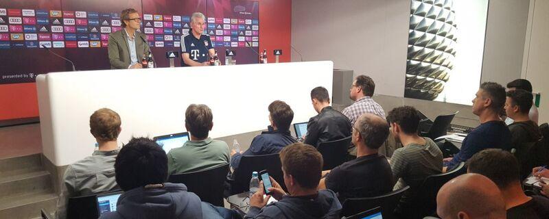 Der Trainer des FC Bayern München, Jupp Heynckes, während der Auslosung zum Champions-League-Halbfinale