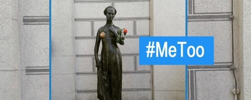 An der Julia-Statue hat jemand die Aufschrift mit dem Hashtag MeToo angebracht