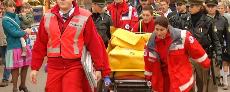 © Das Rote Kreuz und Polizisten im Wiesn-Einsatz