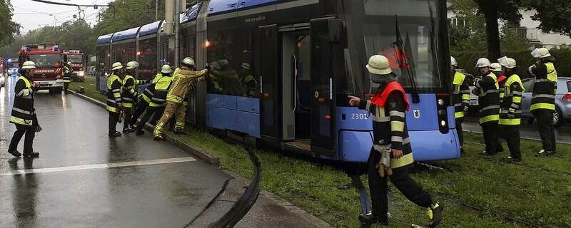Einsatzfoto Tramunfall Willibaldplatz, © Foto: Berufsfeuerwehr München