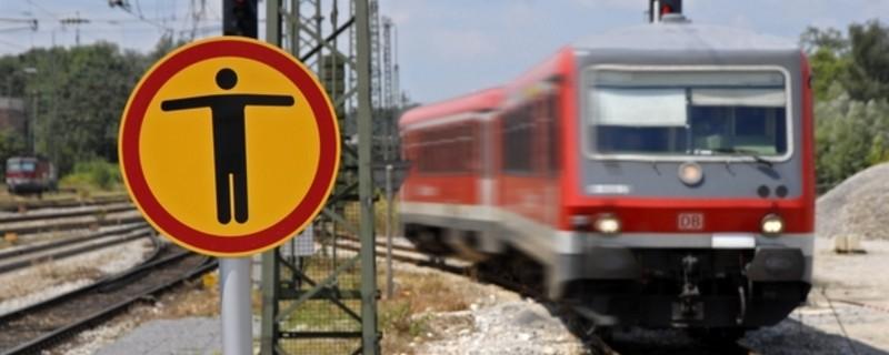 Zug Schild Gleise nicht betreten - Unfall S-Bahn